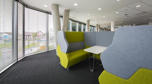 Raumakustik Im Buro Schreibtische Stuhle Blendschutz Und Mehr